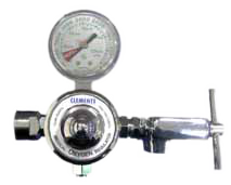 Yoke-style regulator-oxygen